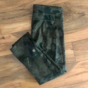 Lululemon Wunder Under Camo Crop Size 4
